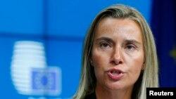 Kepala kebijakan luar negeri Uni Eropa yang baru dilantik, Federica Mogherini dari Italia, pada KTT Uni Eropa di Brussels (30/8).