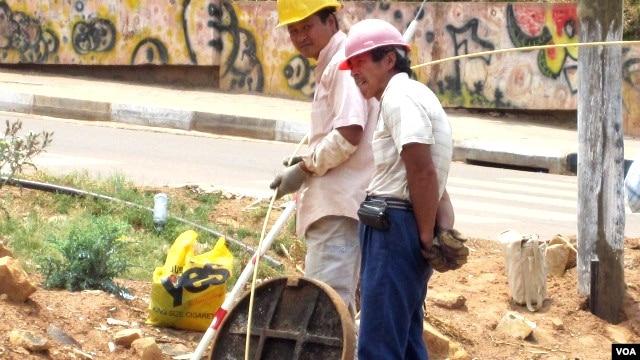 Trabalhadores chineses no Kuando Kubango (VOA / A. Capalandanda)