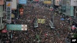 数以万计的民众6月16日星期天走上街头抗议香港政府的反送中条列