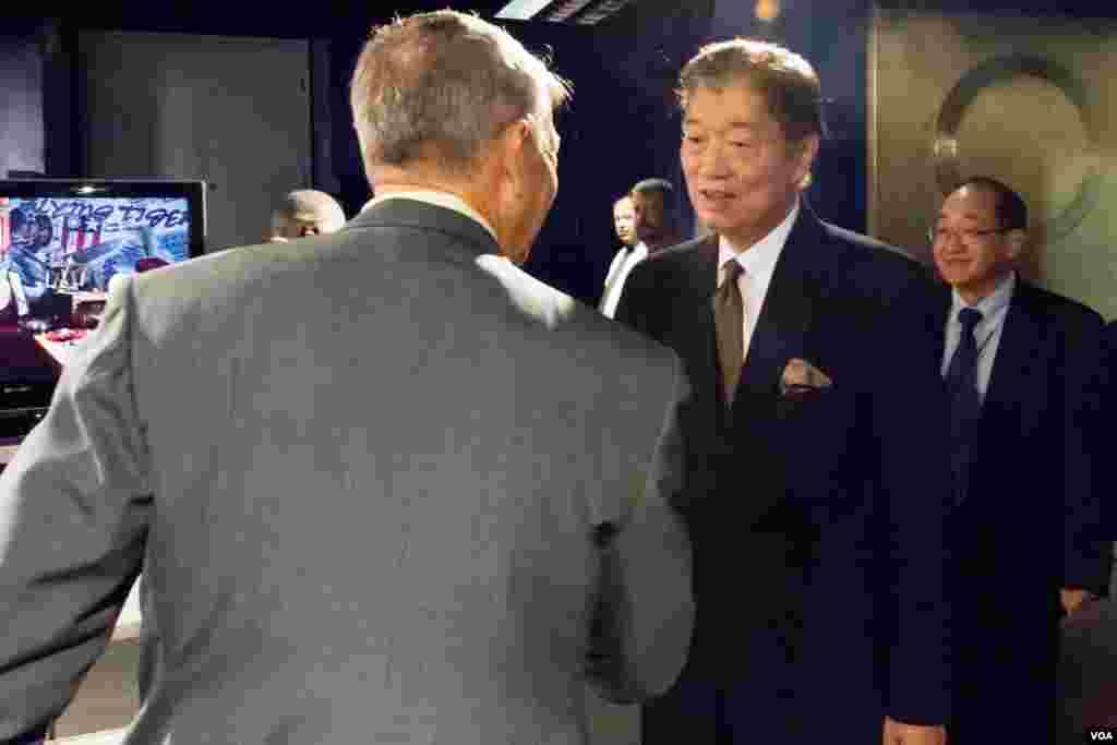 美国之音东亚部部长彭慕仁欢迎台湾驻美代表沈吕巡出席首映