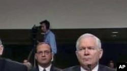 国防部长盖茨(右)在参议院作证