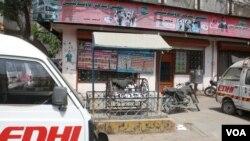 کراچی: ایدھی سینٹر کے باہر پڑا جھولا جس میں نومولود بچوں کو چھوڑا جا سکتا ہے