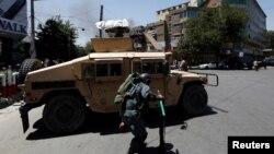 مهاجمان انتحاری مسلح حوالی ساعت ۱۱:۱۰ قبل از ظهر امروز بر سفارت عراق در کابل حمله کردند
