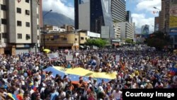 12일 베네수엘라 수도 카라카스에서 니콜라스 마두로 정부에 반대하는 대규모 집회가 열렸다.