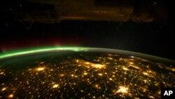 بین الاقوامی خلائی مرکز سے لی گئی زمین کی تصویر
