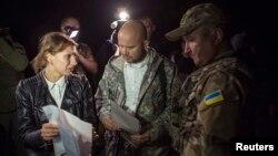 Representantes del gobierno ucraniano y de los rebeldes prorrusos preparan el intercambio de prisioneros en las afueras de Donetsk.