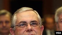Vis Prezidan Bank Santral Ewopeyen an, Lucas Papademos, pandan yon konferans ekonomik nan vil Vienne, Autriche, nan mwa Me 2009 (foto achiv).