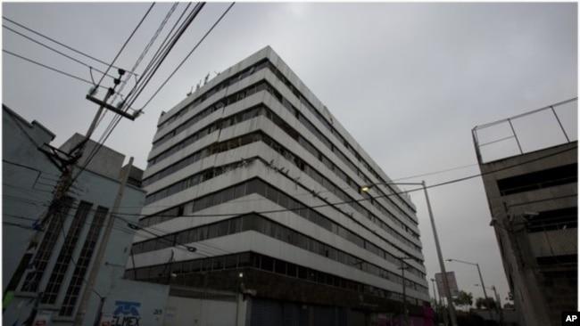 Finca de la calle San Antonio Abad 122, donde un edificio de cuatro plantas se vino abajo, tras un sismo de magnitud 7,1, un mes después del terremoto; su demolición fue un año más tarde.