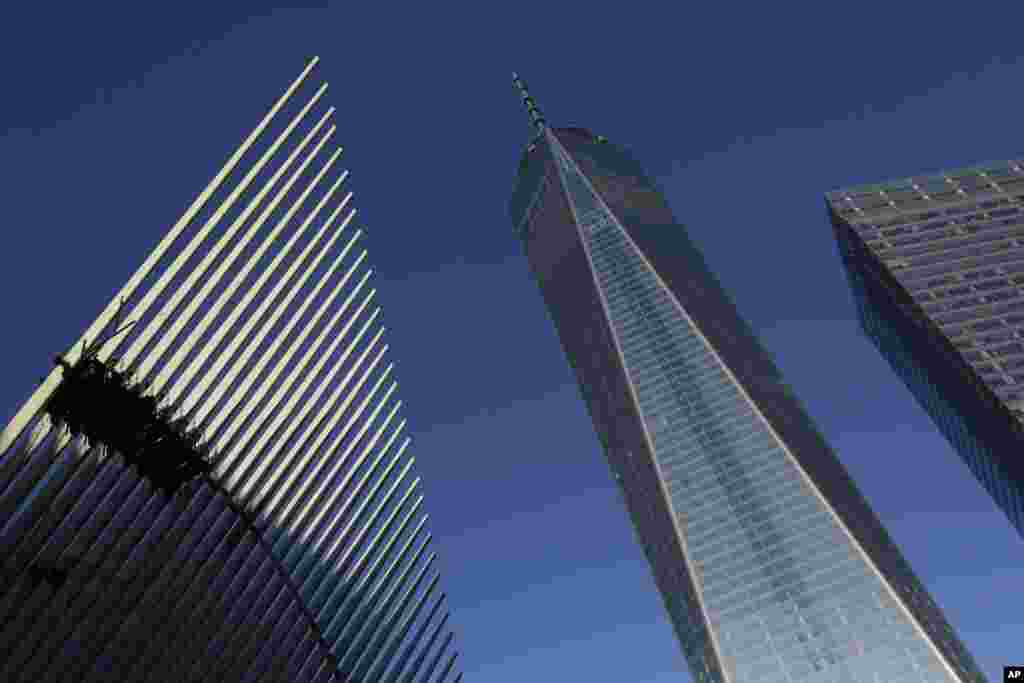 One World Trade Center stands between the transportation hub (L), still under construction, and 7 World Trade Center (R) in New York.