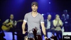 "Los seguidores de Iglesias que visiten CityVille también tendrán acceso al tema ""I Like How It Feels"", del rapero estadounidense Pitbull."