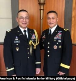 Đại tá Tôn Thất Tuấn (trái) và Thiếu tướng Lương Xuân Việt (phải) tại Hội thảo Quản lý Lục quân Thái Bình Dương 42 ở Hà Nội, 22/8/2018.