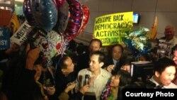 Nhà hoạt động Nguyễn Quốc Quân về đến sân bay ở Mỹ