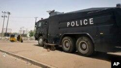Un camion de la police dans Kano, 29 mars 2015