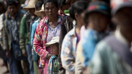 Hàng ngàn cư dân đã bỏ chạy sang Trung Quốc để tránh giao tranh ở Myanmar.