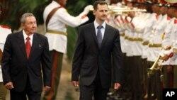 Bashar al Asad durante una visita a Cuba en junio del 2010. El dictador sirio podría estar buscando un lugar donde refugiarse en Latinoamérica.