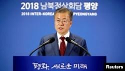 韩国总统文在寅在首尔举行的记者会上讲话。(2018年9月20日)