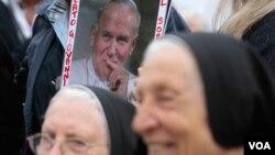 El frasco con la sangre del Papa Juan Pablo II y se instalará como una reliquia en una iglesia en Polonia.