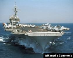 Hàng không mẫu hạm USS Kitty Hawk của Hoa Kỳ.