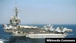 曾經在2007年穿越台灣海峽的美海軍小鷹號航母 (資料照片)