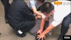 香港驻京记者2018年5月16日采访被公安强行带走 (网络照片)