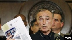 Mantan Kepala Kepolisian New York, William Bratton, yang direkrut oleh PM Cameron untuk menangani kerusuhan di Inggris.