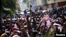 Las elecciones haitianas de octubre de 2015, llevaron a una segunda vuelta electoral que fue cancelada por acusaciones de extenso fraude, y al nombramiento de un gobierno interino.