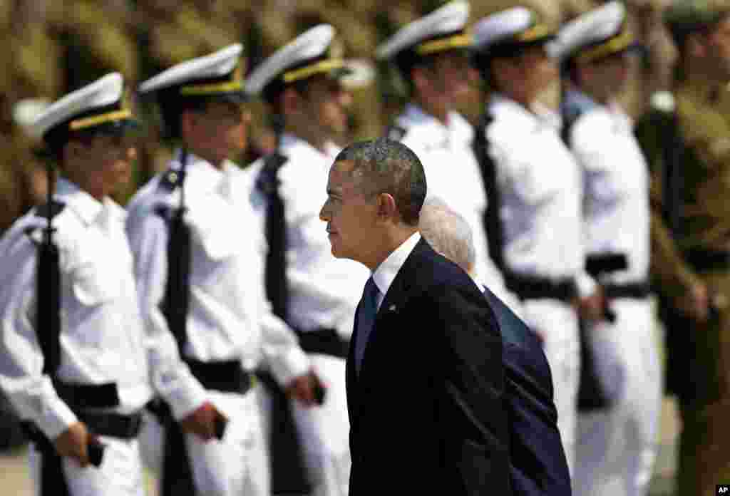U.S. President Barack Obama reviews an honor guard upon his arrival at Ben Gurion airport near Tel Aviv, March 20, 2013.