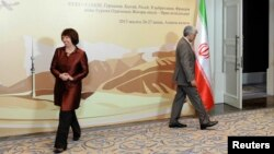 Eron rasmiysi Said Jaliliy, Yevropa Ittifoqi mutasaddisi Ketrin Eshton Qozog'istondagi anjumanda. 26-fevral, 2013-yil