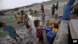 Menurut UNHCR, hampir 75 persen anak-anak pengungsi Afghanistan di Pakistan tidak bersekolah (foto: Dok).