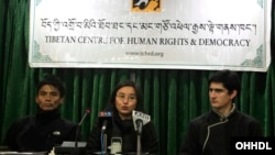 TCHRD researcher Tenzin Nyinjey (L), Director Tsering Tsomo (C) and TCHRD intern John Gaudette (R) at a press conference to launch the annual report, 20 January 2014 (photo source:tibet.net)