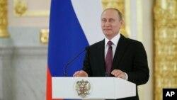 Discours du président russe Vladimir Poutine au Kremlin, à Moscou, le 27 juillet 2016 durant une réception pour l'équipe des Jeux olympiques de la Russie.