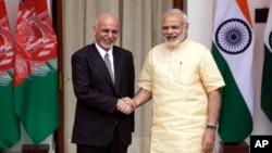 Hindiston Bosh vaziri Narendra Modi (o'ngda) va Afg'oniston rahbari Ashraf G'ani, Dehli, 14-sentabr, 2016