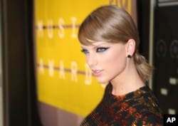 Taylor Swift di acara MTV Video Music Awards di Microsoft Theater.