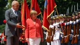 Merkel, mbështetje integrimit të Ballkanit në BE