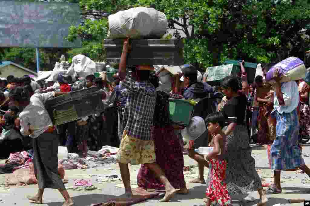Sittwe residents flee blazing homes as security forces struggle to contain deadly ethnic and religious violence, June 12, 2012.
