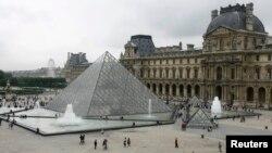 卢浮宫金字塔入口已成为贝聿铭最著名设计之一。