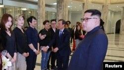 VOA连线(金珍镐):莺歌燕舞,能否缓和朝鲜半岛紧张气氛?