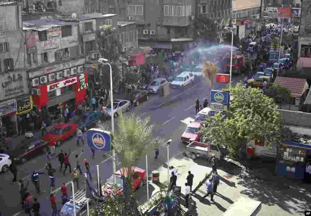 Qahirədə polis nümayişçilərə qarşı gücdən istifadə edir - 26 noyabr, 2013