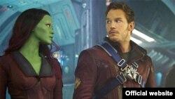 پرت و سالدانا در صحنهای از فیلم «پاسداران کهکشان» از جیمز گان - دو فیلم روی هم ۱.۳ میلیارد دلار در جهان بلیت فروختند