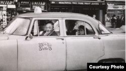 Диана Арбус. Водитель такси и его два пассажира 1956. Courtesy: The Metropolitan Museum of Art