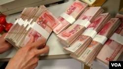 Según el FMI, un yuan menos devaluado ayudaría a corregir los desequilibrios comerciales.