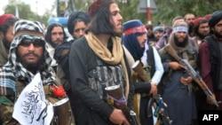 AQSh askarlari Afg'onistonni tark etganini olqishlayotgan toliblar, Kobul, 31-avgust, 2021
