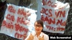 Tường trình về Nguyễn Phương Uyên được thính giả VOA bình chọn là sự kiện nổi bất nhất của năm 2013, và câu nói của nữ sinh viên này cũng được yêu thích nhất