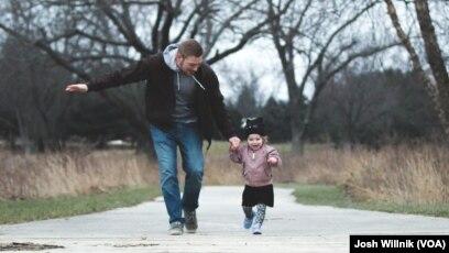 6751c51f280c12 День батька: Якими батьками є американські чоловіки?