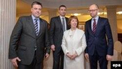 Кетрін Ештон на зустрічі з лідерами української опозиції Арсенієм Яценюком, Віталієм Кличком і Олегом Тягнибоком, 4 лютого 2014 року