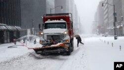 مقام های شهر واشنگتن می گویند باز کردن راههای شهر چند روز زمان نیاز دارد.