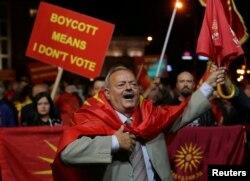 지난 30일 마케도니아 스코페에서 국가 명칭을 반대하는 시민들이 시위하고 있다.