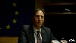 European Union Ambassador to Cambodia George Edgar speaks in a press briefing in Phnom Penh on December 08, 2017. (Aun Chhengpor/VOA Khmer)