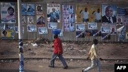 Bích chương cổ động bầu cử ở thủ đô Kinshasa của CHDC Congo, ngày 25 tháng 11, 2011.