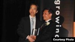 Tổ chức Giáo dục Lãnh đạo người gốc Châu Á-Thái Bình Dương (LEAP) đã trao giải thưởng vinh dự cho tiến sĩ Nguyễn Đình Thắng, Giám đốc điều hành Ủy ban Báo nguy Cứu người vượt biển (BPSOS) về những cống hiến giúp thăng tiến cũng như phát triển lãnh đạo trong cộng đồng gốc Á ở Mỹ, và cổ xúy, phát huy dân chủ, nhân quyền, xã hội dân sự tại các nước ở Châu Á trong đó có Việt Nam.